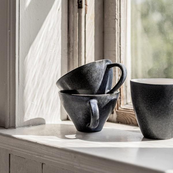 mörkblå kopp